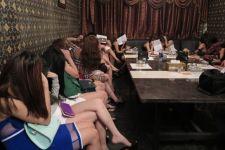 Vụ cháy quán karaoke Nguyễn Khang - đam mê ca hát hay ngoại tình?