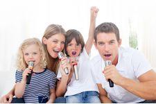 Cải thiện tình cảm gia đình nhờ mua dàn karaoke