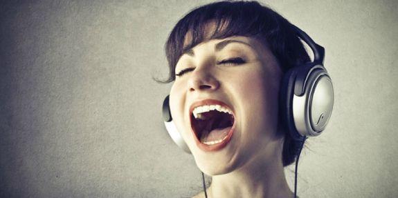 Làm sao để giọng hát karaoke cao hơn, khỏe hơn?