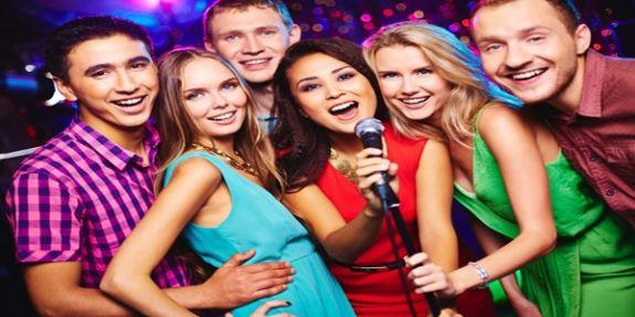 Vì sao amply karaoke và micro lại bị hú rít?